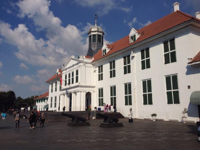 歴史的建造物が多く残る、ファタフィラ広場。