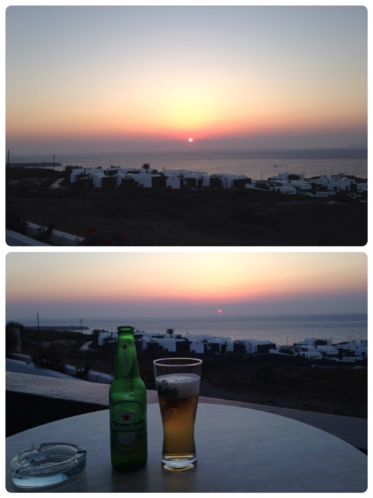イアの街で夕陽に乾杯。