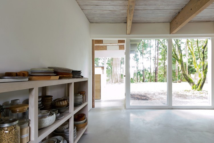 Binnenkijken minimalistisch wonen in de bergen u2022 stijlvol styling