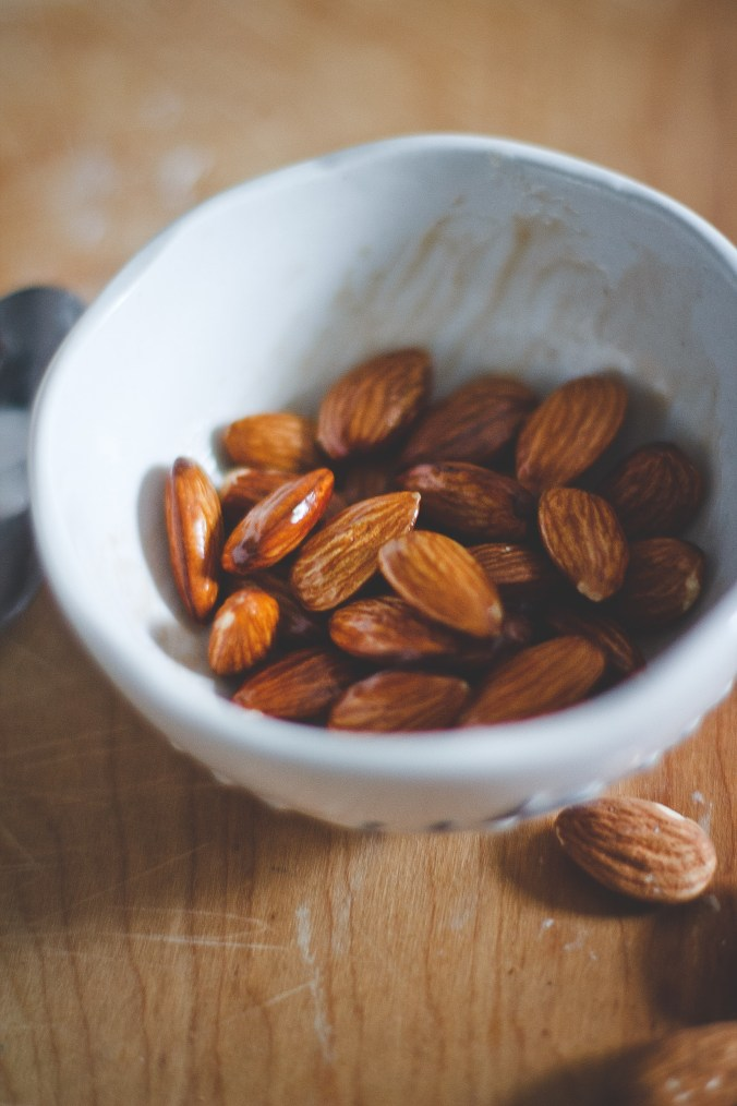 Healthy Chocolate Almonds -- The Everyday Chef and Wife