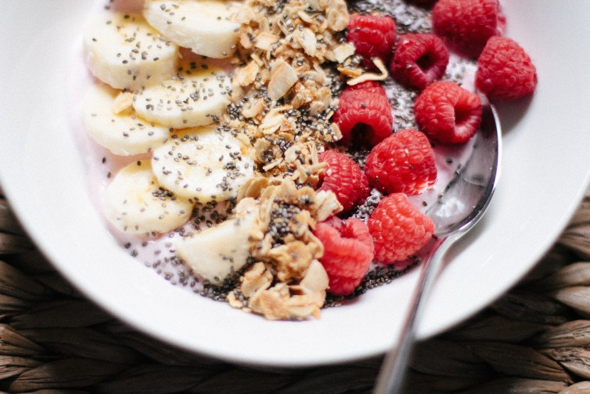 Kefir / yogurt banana raspberry Smoothie Bowl