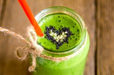 Green vegetable and hemp smoothie