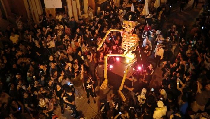 Qué hacer en Mazatlán? ¡Callejoneada de Día de Muertos! - The Inn | Blog