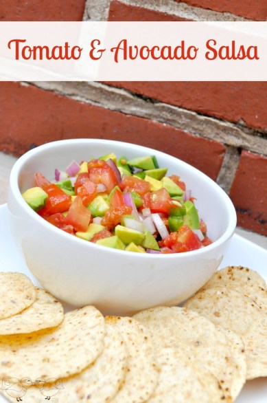 Fresh Tomato & Avocado Salsa - This is the perfect summer side dish and you can easily adjust how much kick your salsa has! {The Love Nerds} #summersalsa #avocadorecipe #appetizer