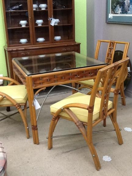 Table & 4 Chairs 36 x 36 x 31 Location: Hamilton Categories: Seasonal