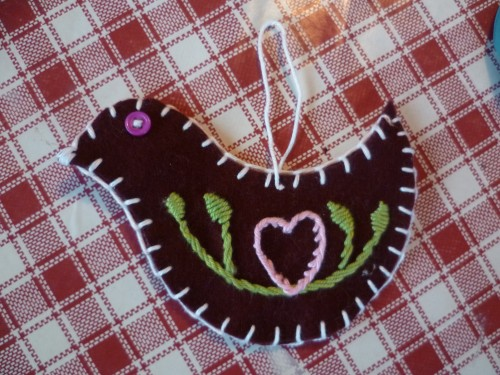 Craft♥Advent, Day 13: Embroidered Bird Decoration