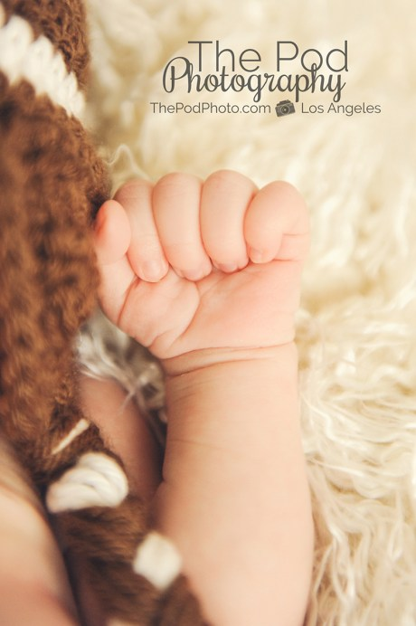 los-angeles-newborn-photographer-close-up-hand