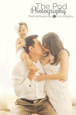 Candid-Family-Portrait-Pose-Best-Studio-Pacific-Palisades
