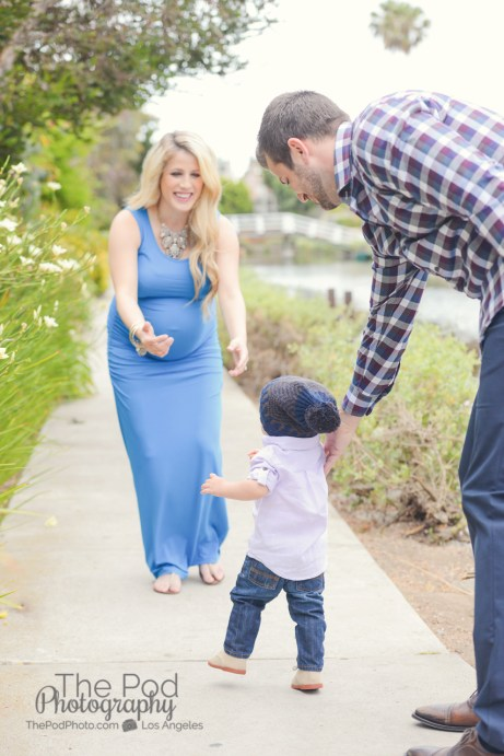 candid maternity photography