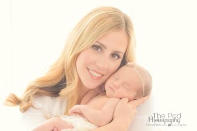 sweet-mom-and-newborn-portrait