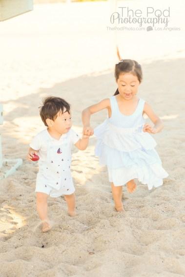 kids-portraits-at-the-beach