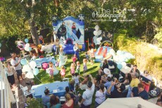 Aerial-Shot-Party-Crowd-Guests-Happy-Birthday-Frozen-Disney-How-To-Photograph-A-Birthday-Party-Hollywood-Kids-Party-Photographer-The-Pod-Photography