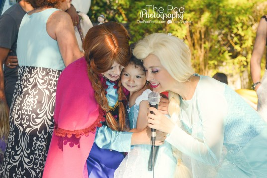 Frozen-Princesses-Guest-Surprise-Disney-How-To-Photograph-A-Birthday-Party-The-Pod-Photography-Hollywood-Birthday-Party-Photographer