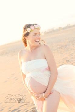 laughing-pregnant-woman-at-beach