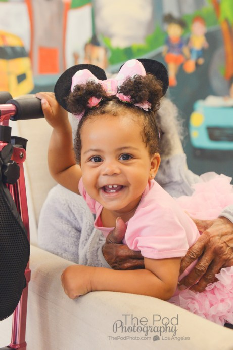 birthday-girl-all-smiles-first-birthday-party-photos-the-pod-photography-los-angeles