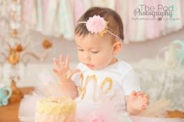 babys-first-taste-of-sugar-cake-smash-photos-pasadena