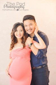 happy-couple-in-professional-maternity-pohotography-studio