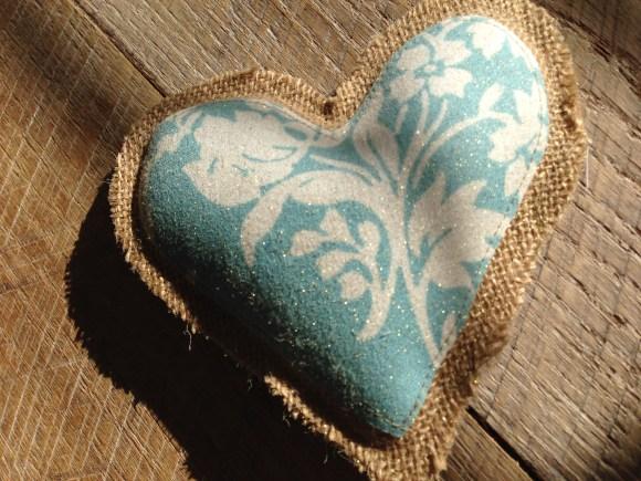 burlap_heart_valentine_garland_17