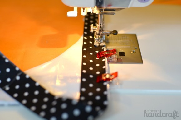 Modern Handcraft for Therm O Web // Vinyl Jack-o-lantern Drawing Mat