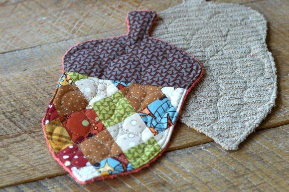 patchwork acorn potholder 5