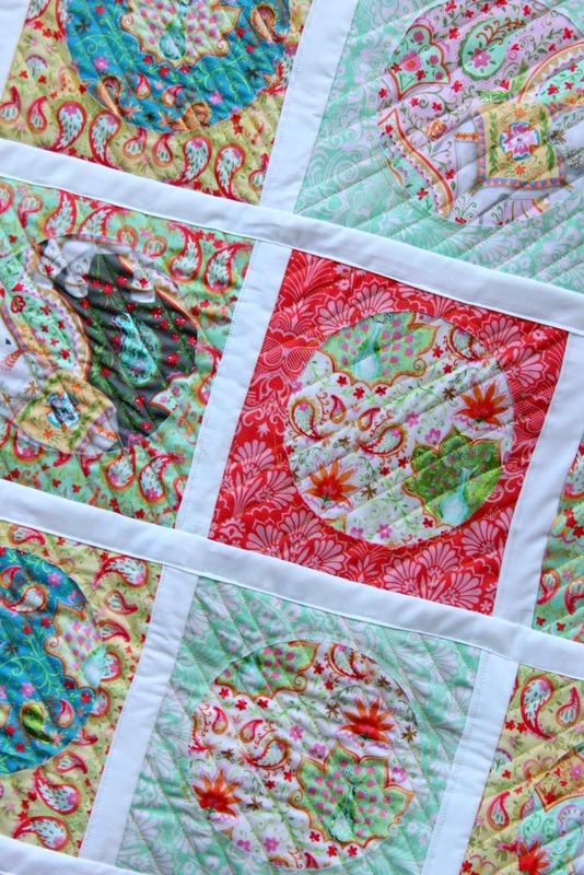 Reverse Applique Deco Foil Quilt Tutorial | www.thermoweb.com