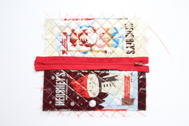 Candy Wrapper Zipper Pouch | www.blog.thermoweb.com