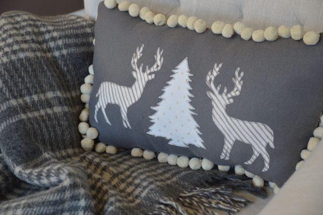 winter-deer-pillow-2