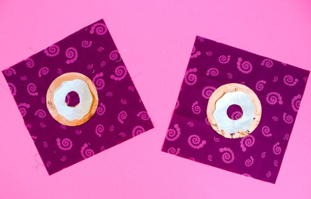 Deco Foil Donut Mini Quilt   www.blog.thermoweb.com