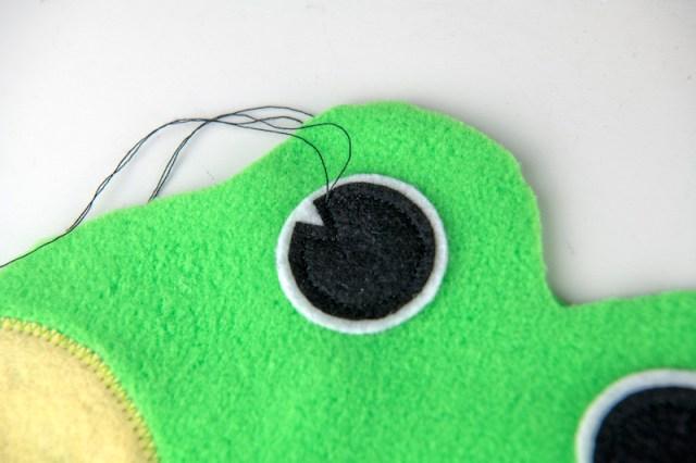 sew frog bean bag eyes