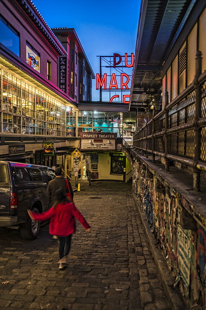 Cobblestone alley leading towards Pike Place Market in downtown Seattle. (December 17, 2020).