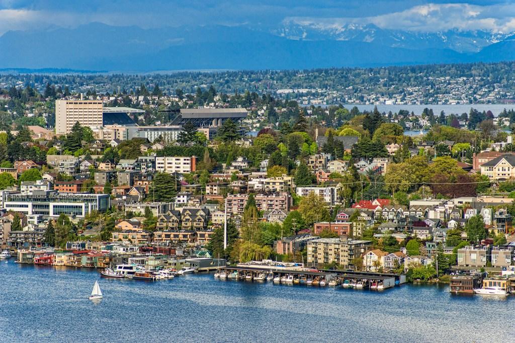 Lake Union, Eastlake neighborhood, and University District, Seattle. (April 2021)
