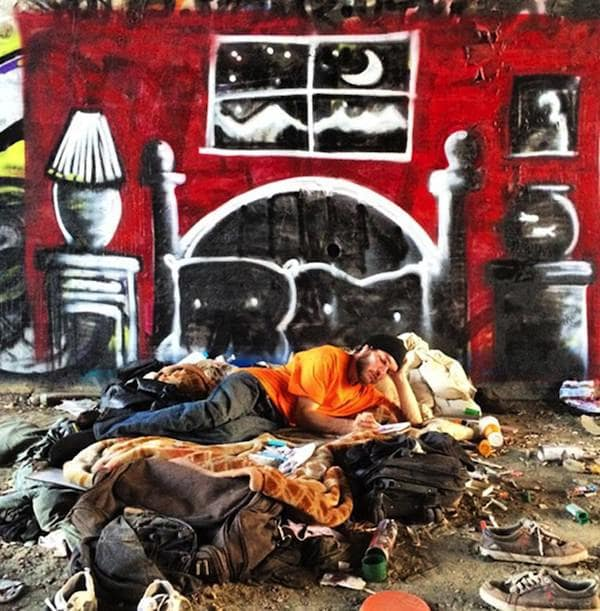 LA_Graffiti_Artist_Skidrobot_Humanizes_Homeless_People_By_Painting_Their_Dreams_2014_02