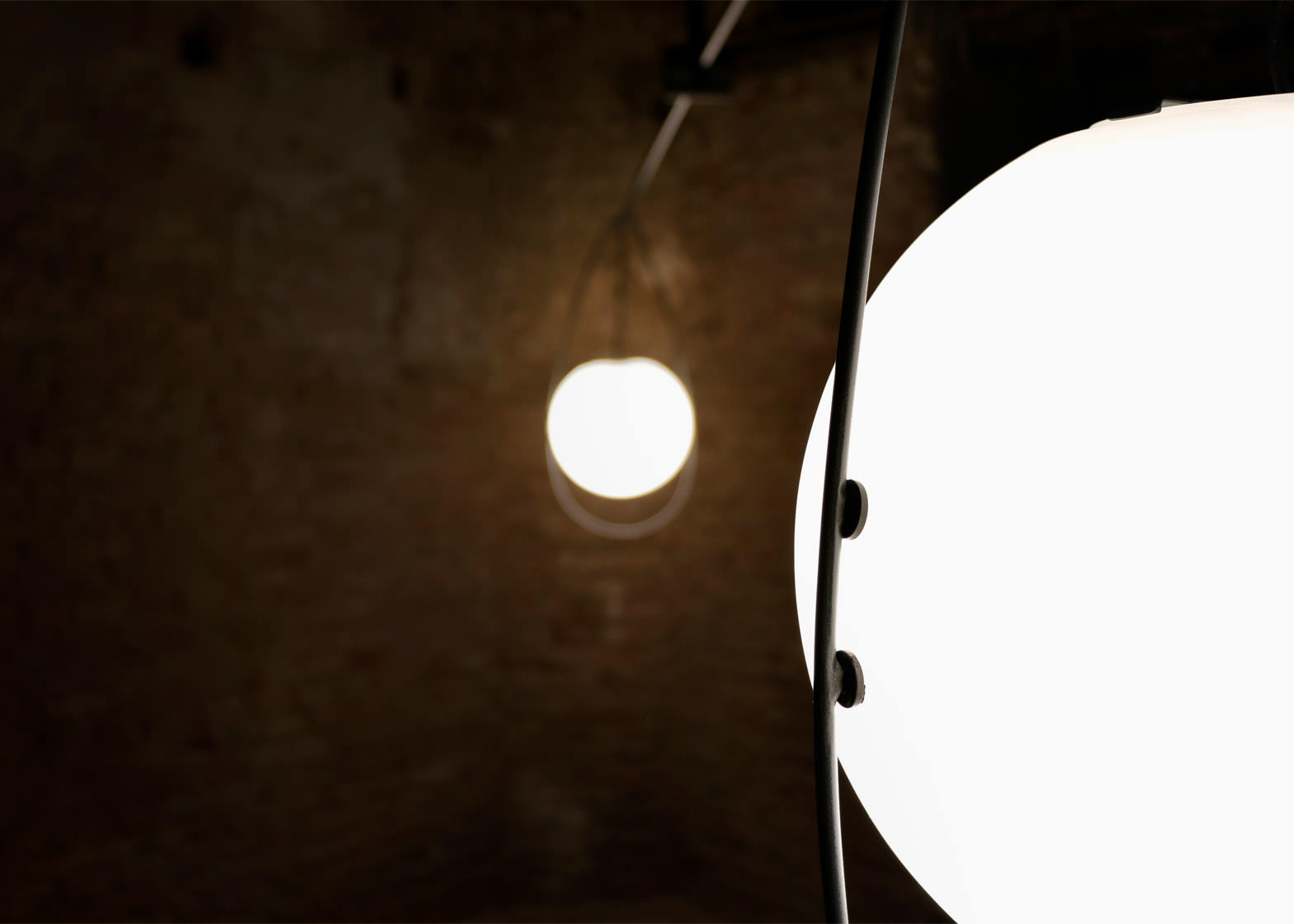equilumen-mischer-traxler-light-distribution-glas-sphere-design-lighting-motion_dezeen_1568_1