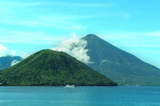 Pulau Tidore dan Pulau Maitara sumber : kidnesia.com