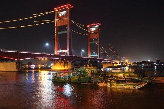 Jembatan Ampera via www.wikipedia.org