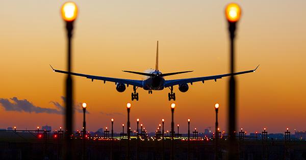 Tips Traveling Saat Musim Hujan - Pilih Penerbangan Langsung