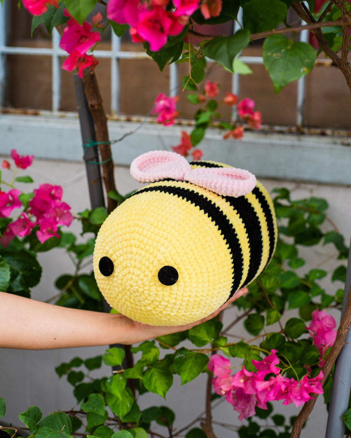 tiny rabbit hole tiktok bee freebie free pattern amigurumi crochet chenille yarn katia bambi flowers