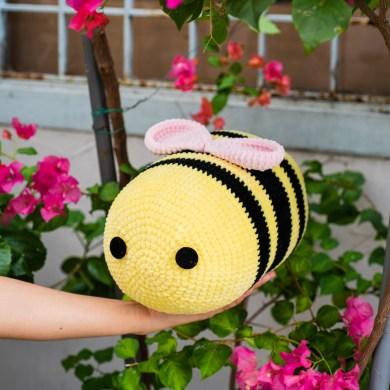 tiny rabbit hole tiktok bee freebie free pattern amigurumi crochet chenille yarn katia bambi flowers