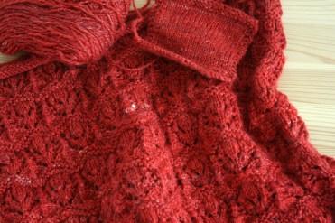 Le charme de la laine filée main et des nuances à tomber par terre grâce à la soie.