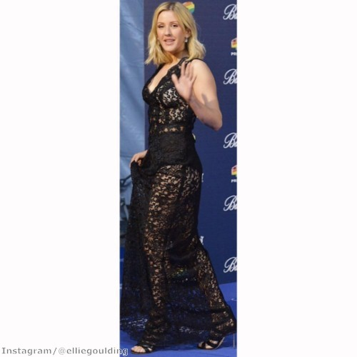 Ellie Goulding steals the show in black lace gown | The Jewellery Channel