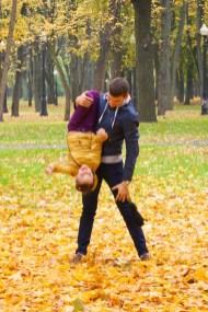 Осенний Минск очень красивый. Парки засыпаны золотой листвой.