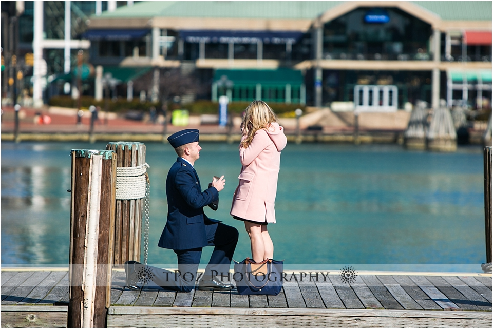 US Airman proposing to his girlfriend