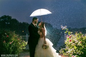 Rainy wedding at Bleue's on the Water || tPoz Photography