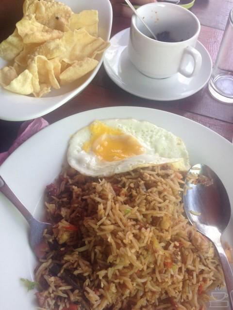 Seporsi makanan di Maldives, mahal, tapi cukup banyak :)