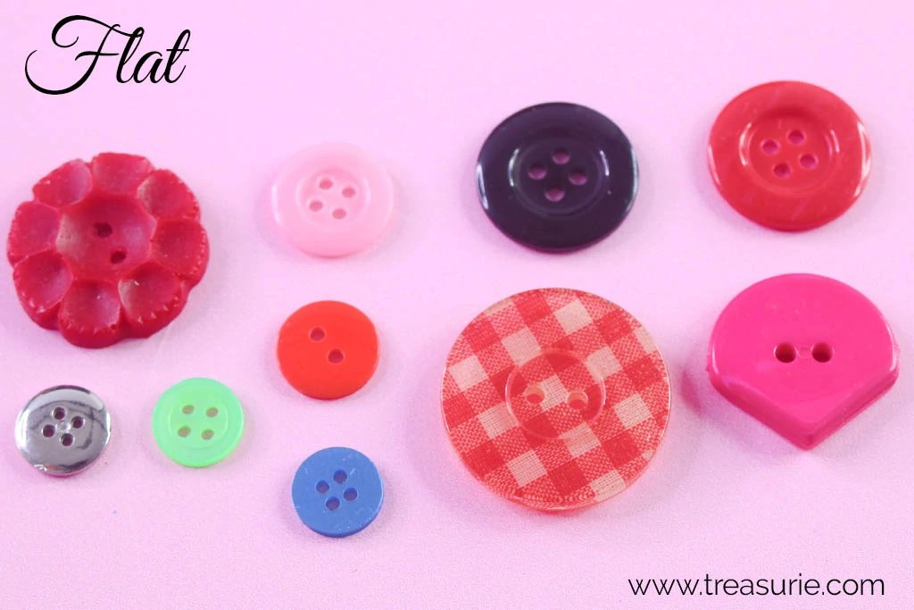 Set of 5 decorative plastic buttons in 2 styles