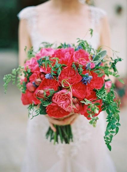 red-garden-roses-bouquet