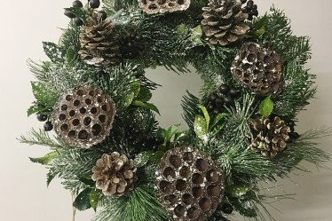 Learn how to Make a Seasonal Christmas Wreath