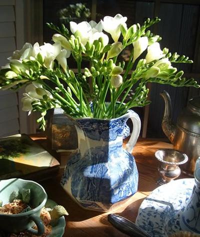 bf7c6c3694713d44a47bd7bbbb7342fb--freesia-bouquet-freesia-flowers