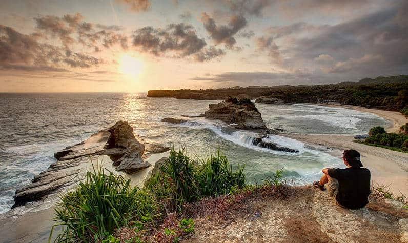 pemandangan alam pantai klayar