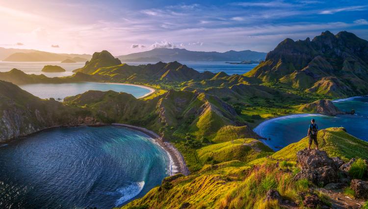 gambar pemandangan pulau padar